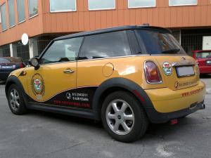 Reklama ant automobilio. Jūsų automobilis gali būti firmos vizitinė kortelė. Gali būti lakoniškas - tik logotipas ir kontaktai. O gali būti foto plakatai, kurie atspindi įmonės veiklą. Mūsų dizaineriai sukurs keletą variantų. Jums bus lengva išsirinkti pagal savo skonį. Reklama gaminama iš Oracal lipnios plėvelės. Galite rinktis ekonominį Oracal plėvelės variantą. Arba brangesnį Oracal automobilinės plėvelės variantą. Mes stengėmės sukurti gausią galeriją atspindinčią įvairiausiai apklijuotus mūsų automobilius. Tikimės radote sau patinkantį variantą. Galime apklijuoti automobilį pas jus.